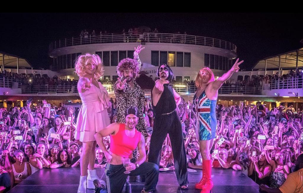 Backstreet Boys si vestono come le Spice Girls - Neomag.