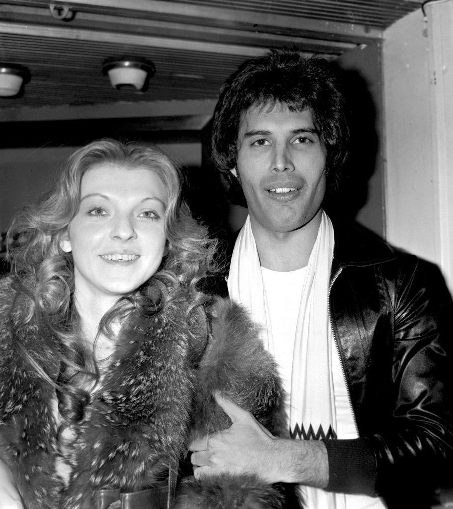 Mary Austin e Freddy Mercury - Neomag.