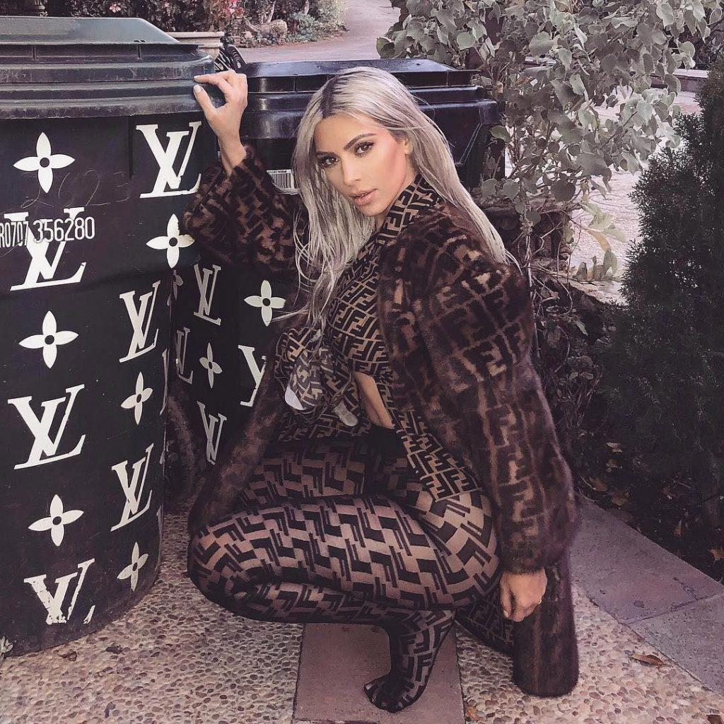 Collant logo Fendi - Kim Kardashian - Neomag.