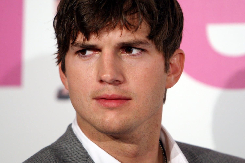 Ashton Kutcher ha dato il suo numero di telefono - Neomag.