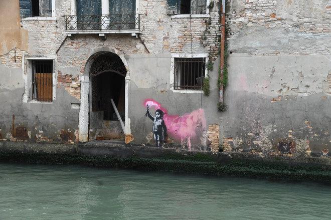 Bambina Banksy a Venezia - Neomag.