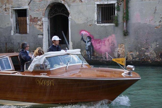 Murale della Bambina di Banksy a Venezia - Neomag.