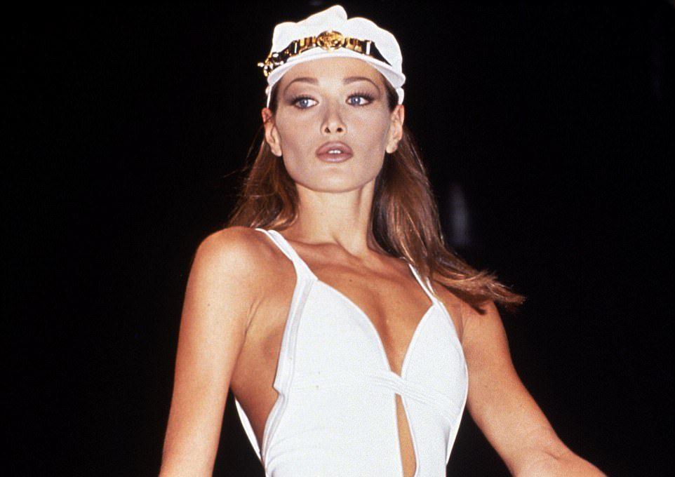 Carla Bruni per Gianni Versace - Neomag.