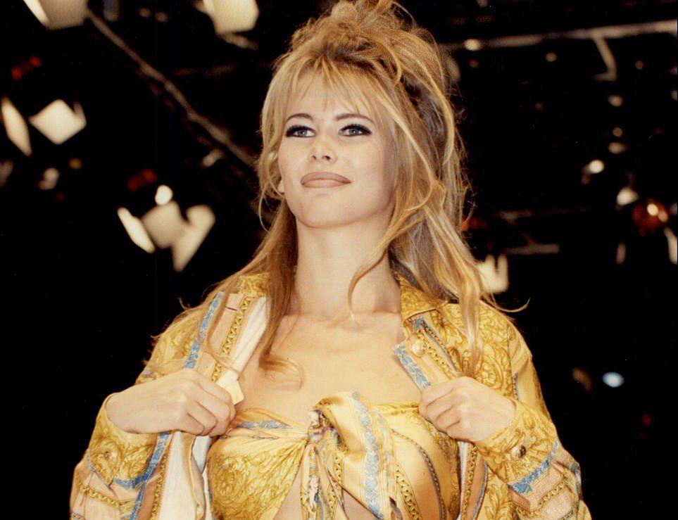 Claudia Shiffer per Gianni Versace - Neomag.