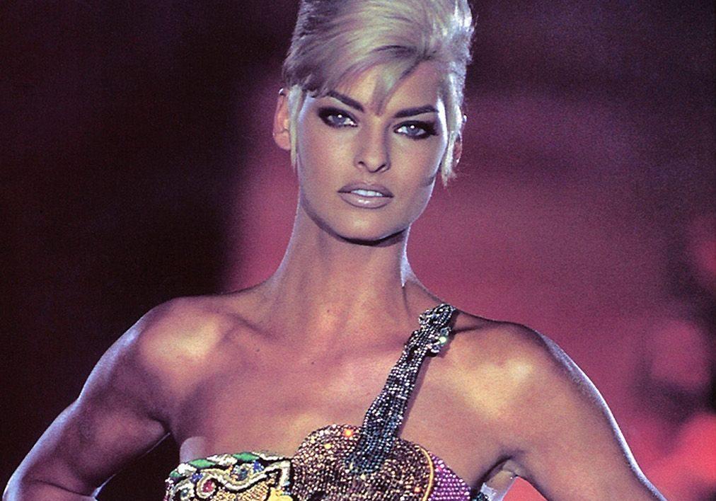 Linda Evangelista per Gianni Versace - Neomag.