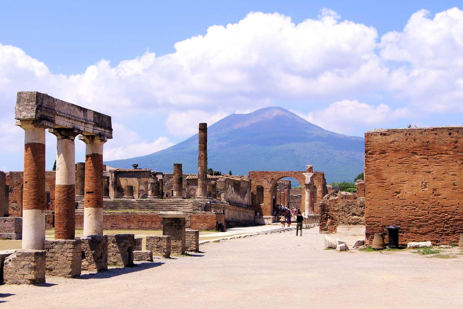 Restare a Napoli ad Agosto - Neomag.