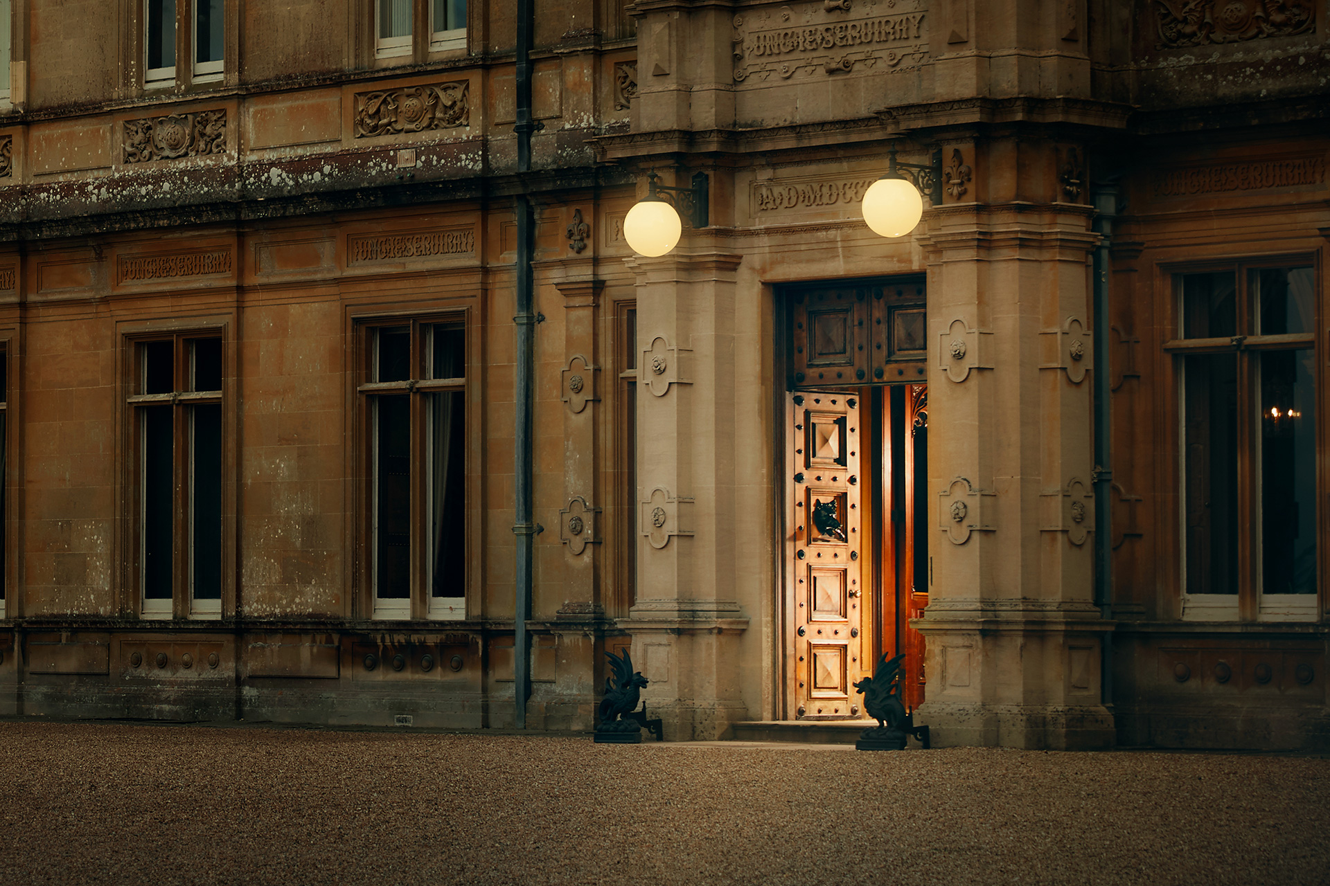 Downton Abbey Airbnb - Neomag.