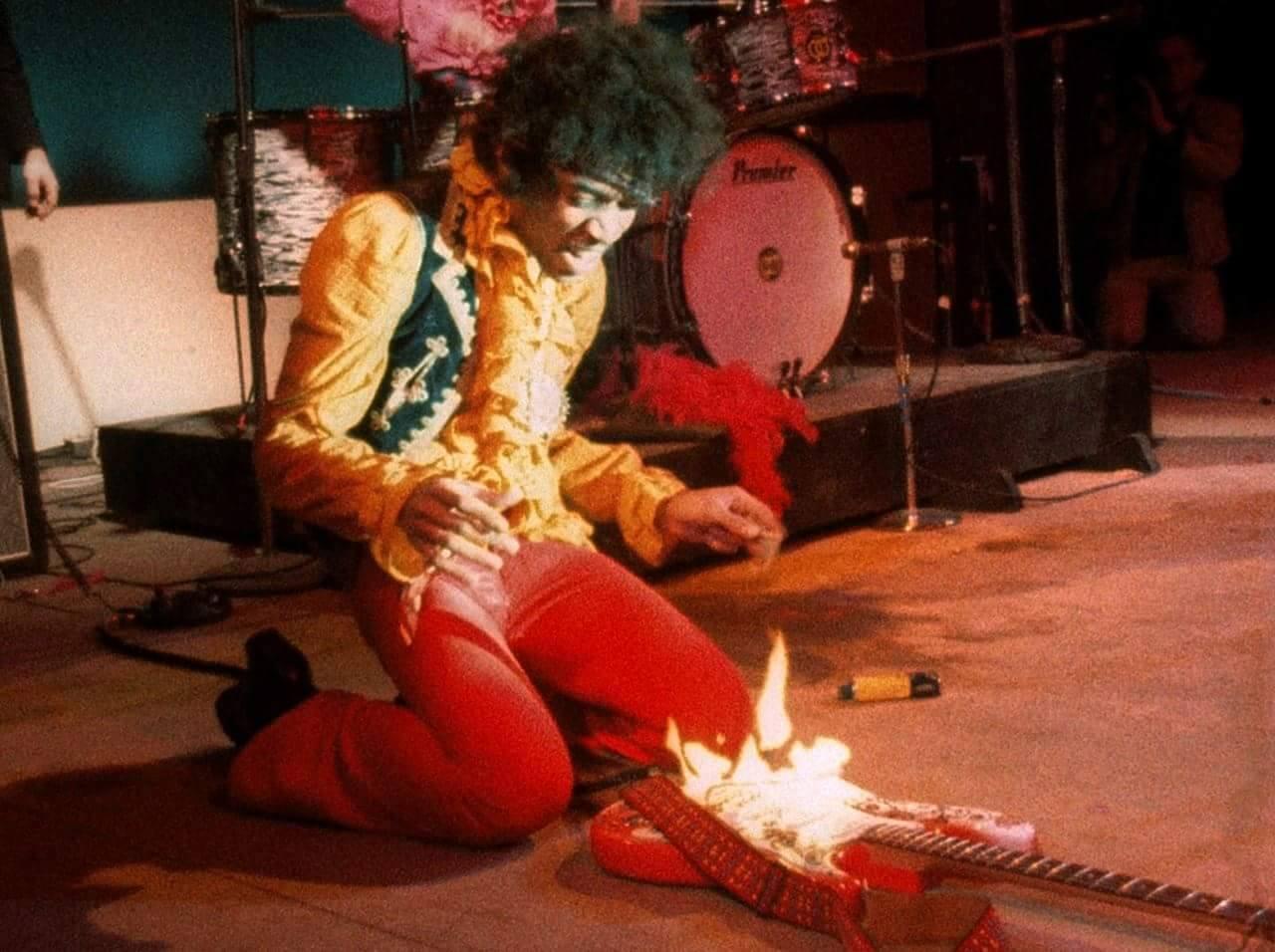 Jimi Hendrix e la sua chitarra - Neomag.
