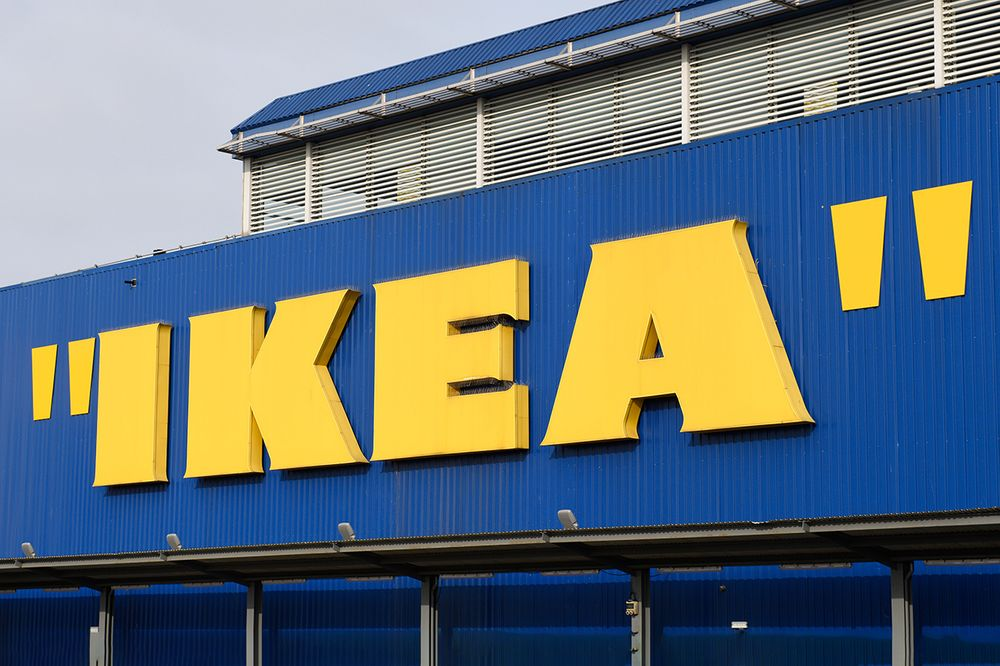 IKEA aggiunge le virgolette al logo - Neomag.