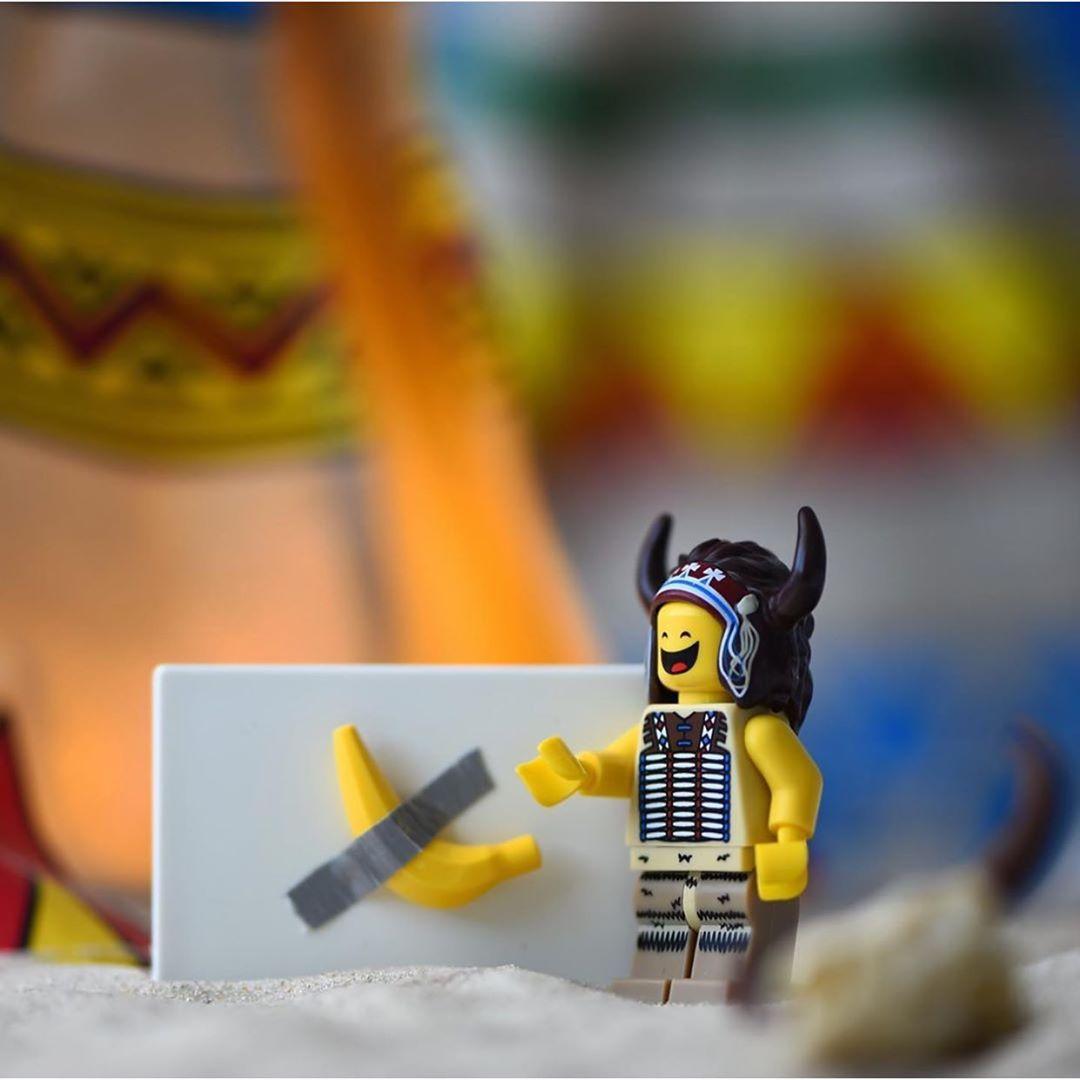 Banana di Cattelan Lego - Neomag.