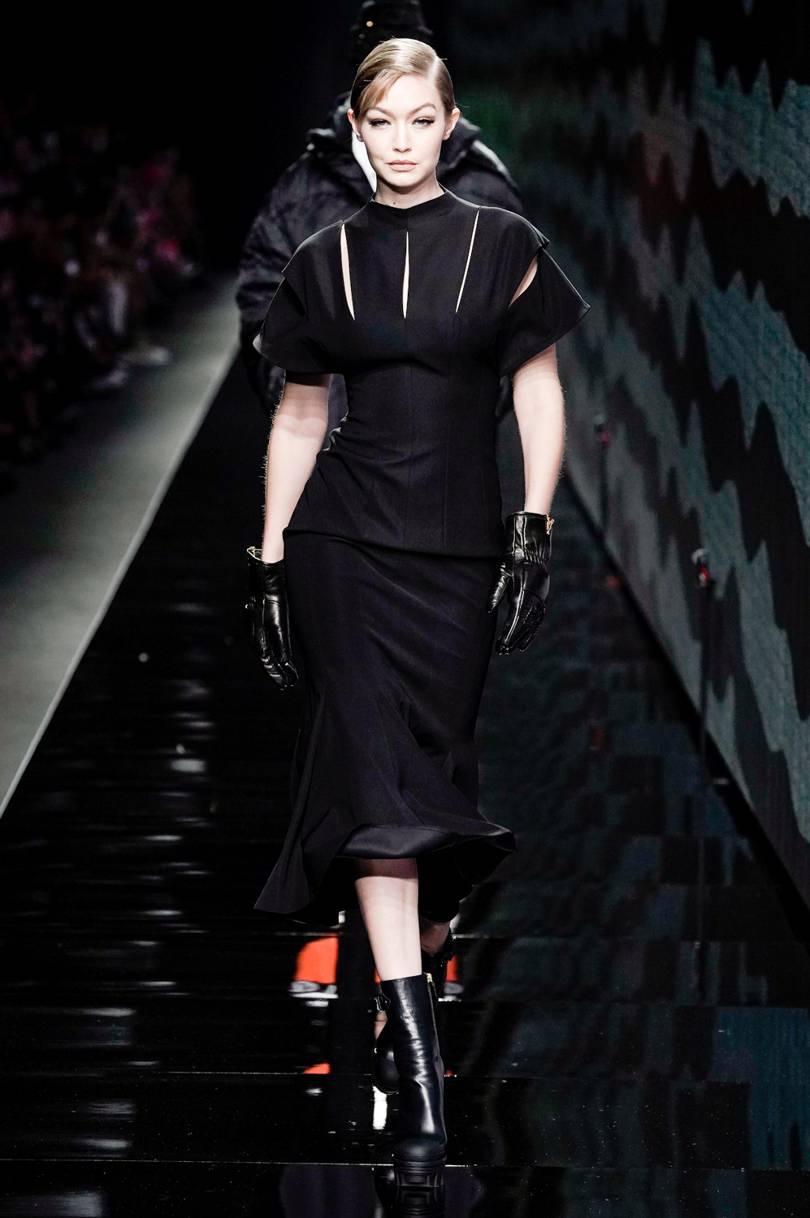 bella hadid per versace - Neomag.