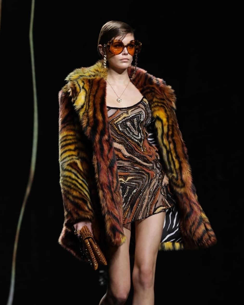 Kaia Gerber x Versace - Neomag.