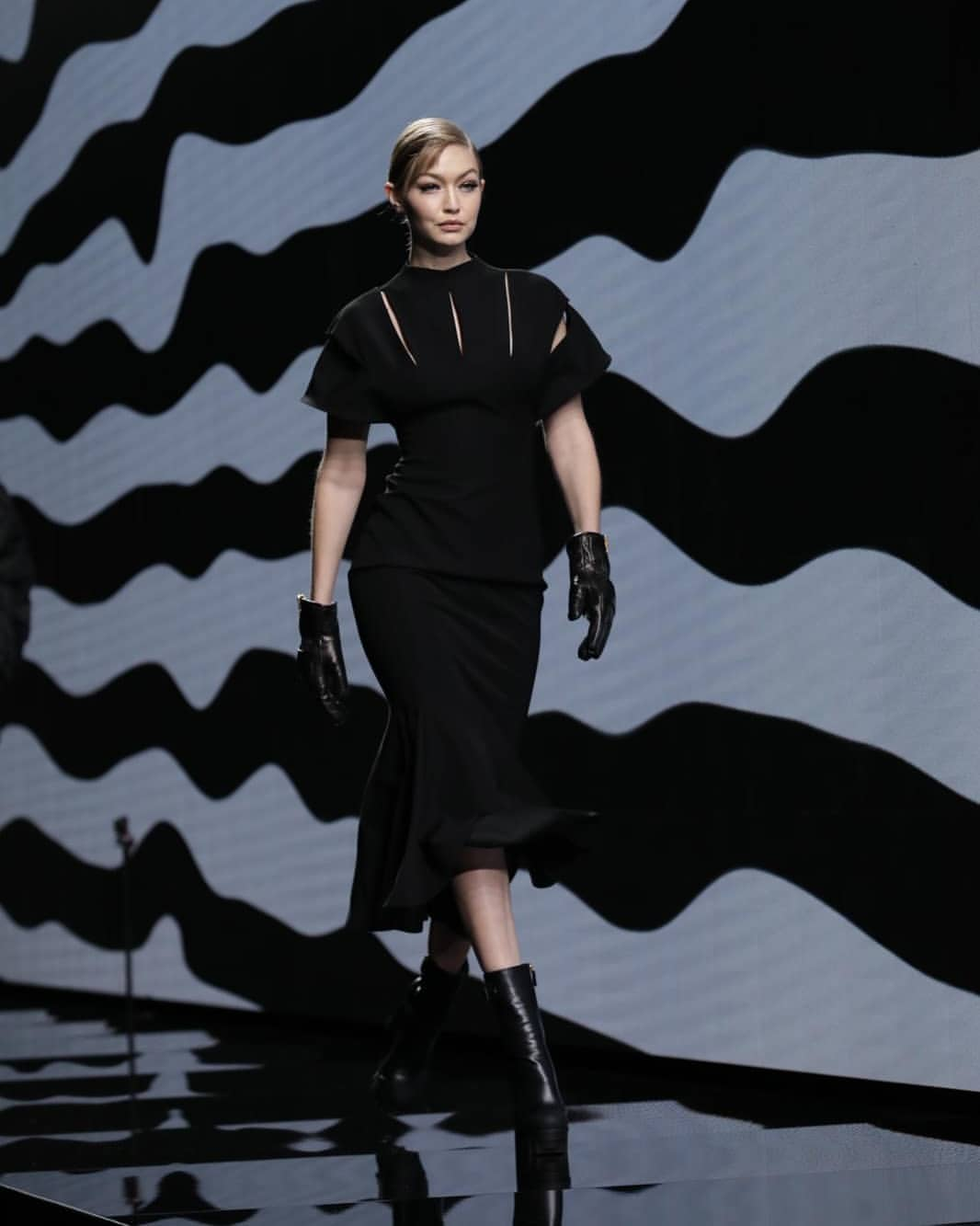 Gigi Hadid per Versace - Neomag.