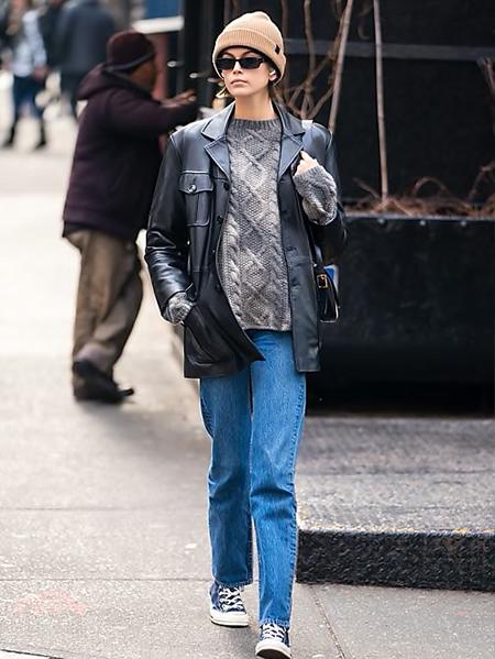 Kaia Gerber in giacca di pelle - neomag.