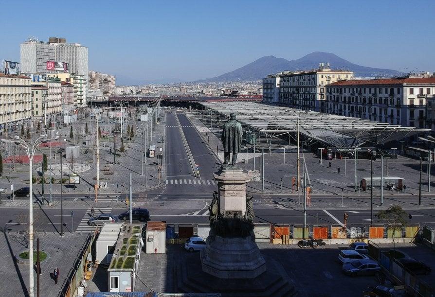 Piazza Garibaldi vuota - neomag.