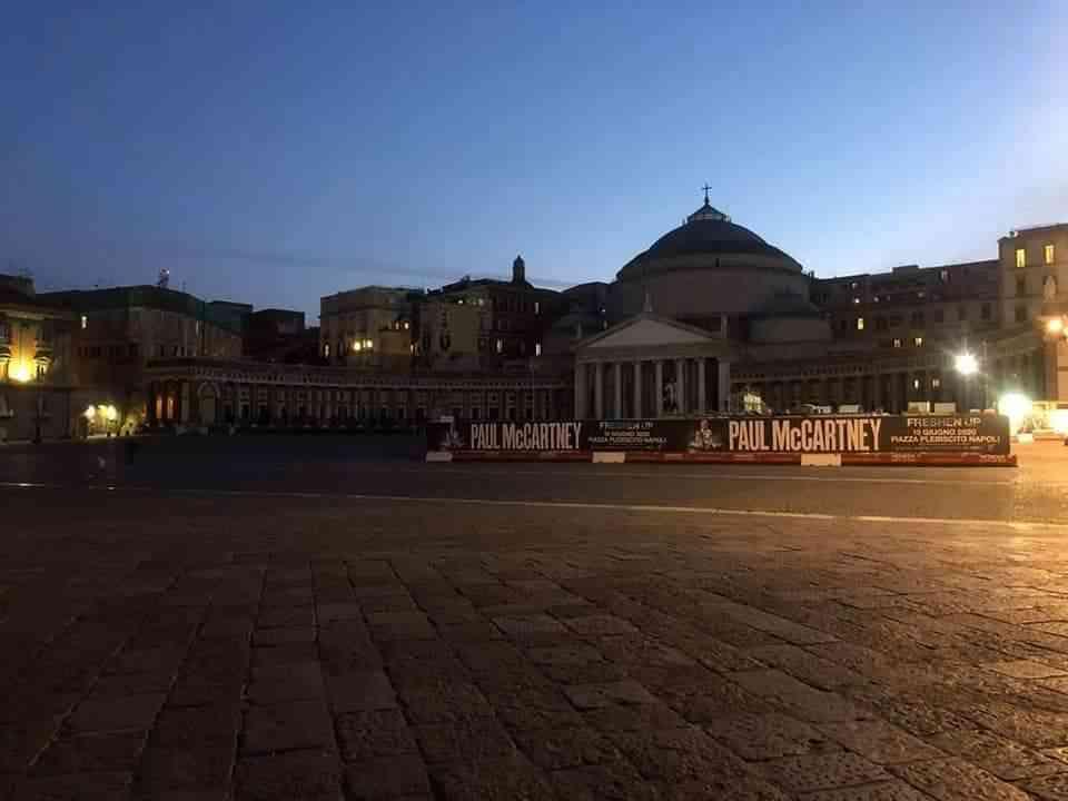 Piazza Plebiscito deserta - neomag.