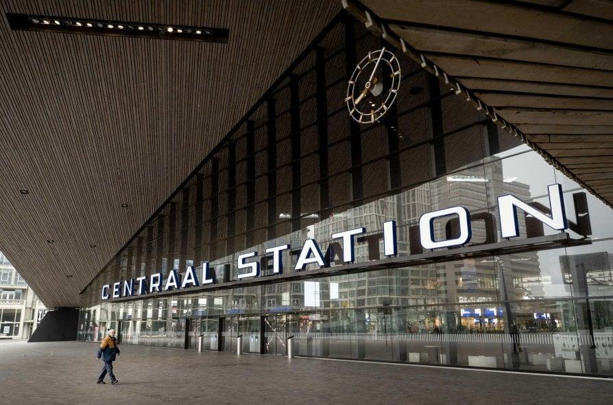 Stazione centrale a Rotterdam - neomag.