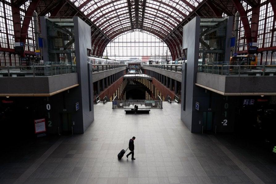 Stazione di Anversa in Belgio - neomag.