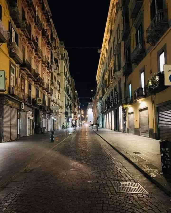 Via Roma Deserta - Neomag.