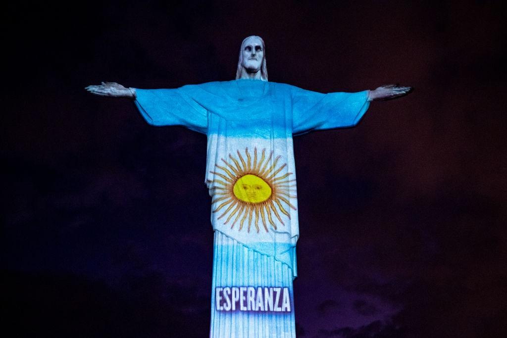 Statua di Rio con la Bandiera spagnola - neomag.