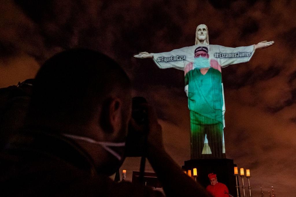 Statua di Rio Ringrazia i Medici - neomag.