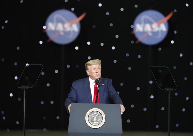 Donald Trump assiste al lancio di Spacex - neomag.