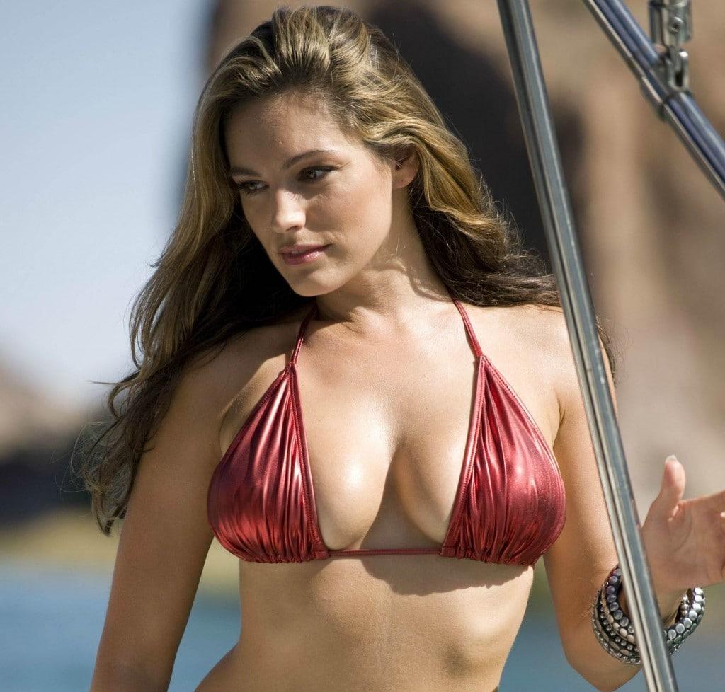 Kelly Brook in Bikini - neomag.