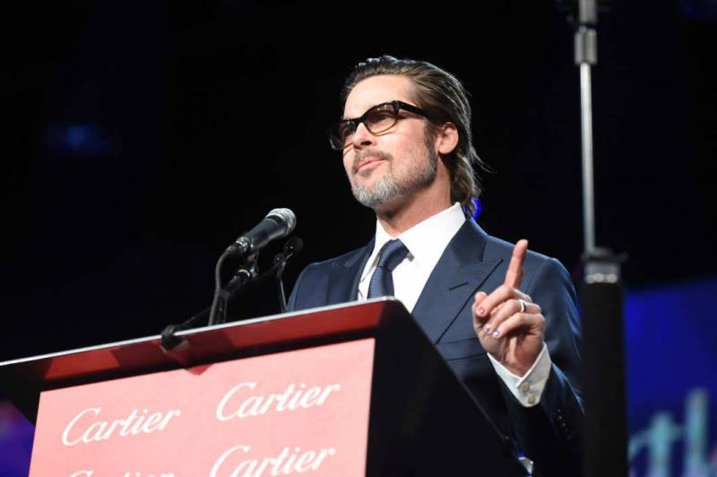 Brad Pitt con lo smalto - neomag.