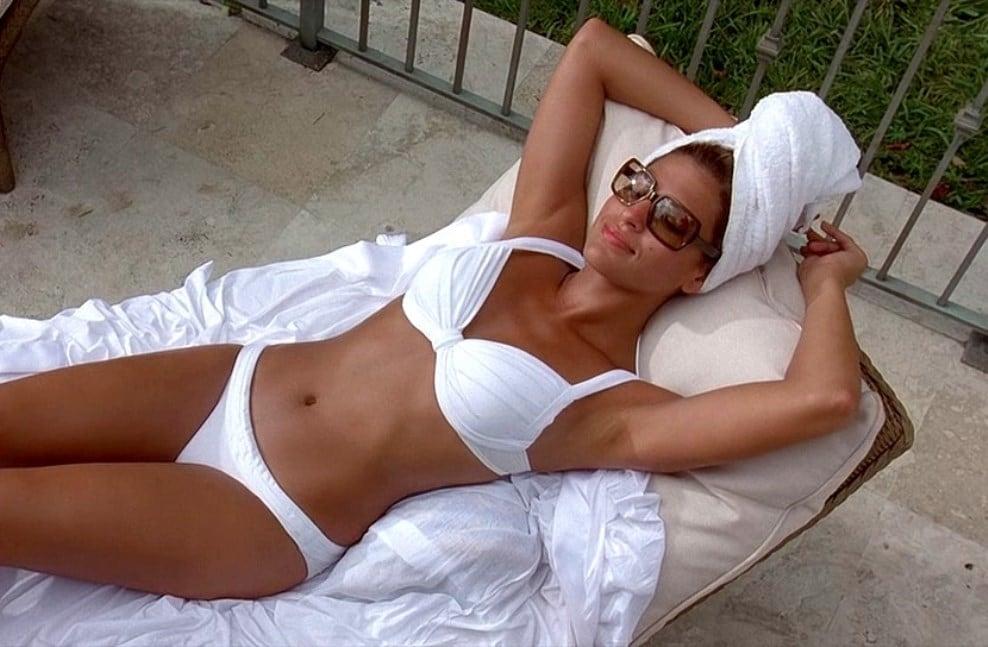 Eva Mendes in Bikini - neomag.