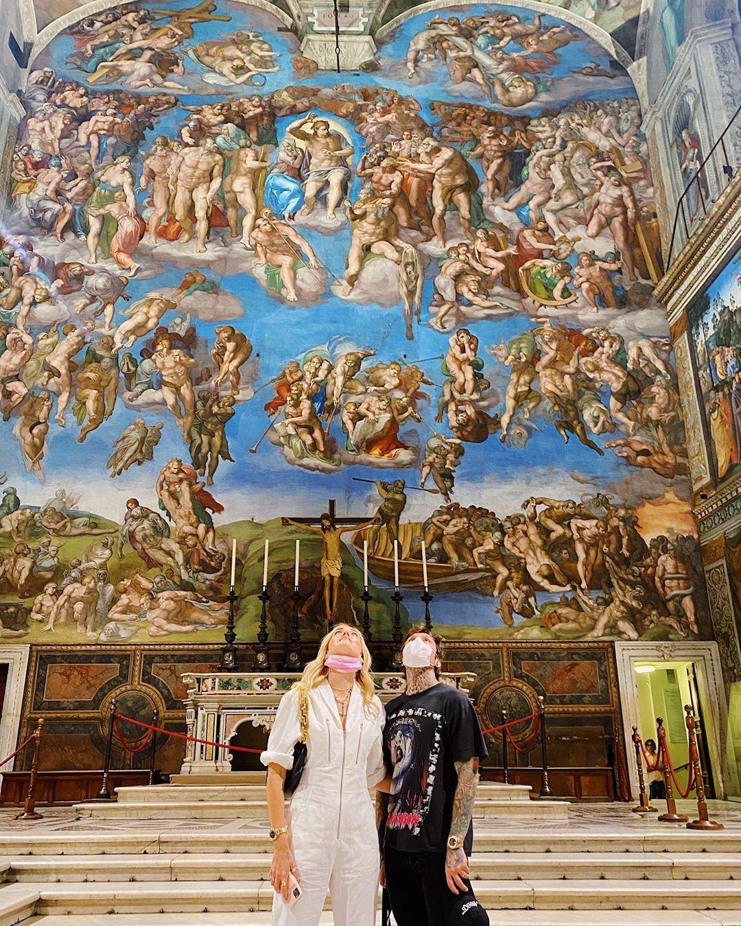 Ferragnez ai musei vaticani - neomag.