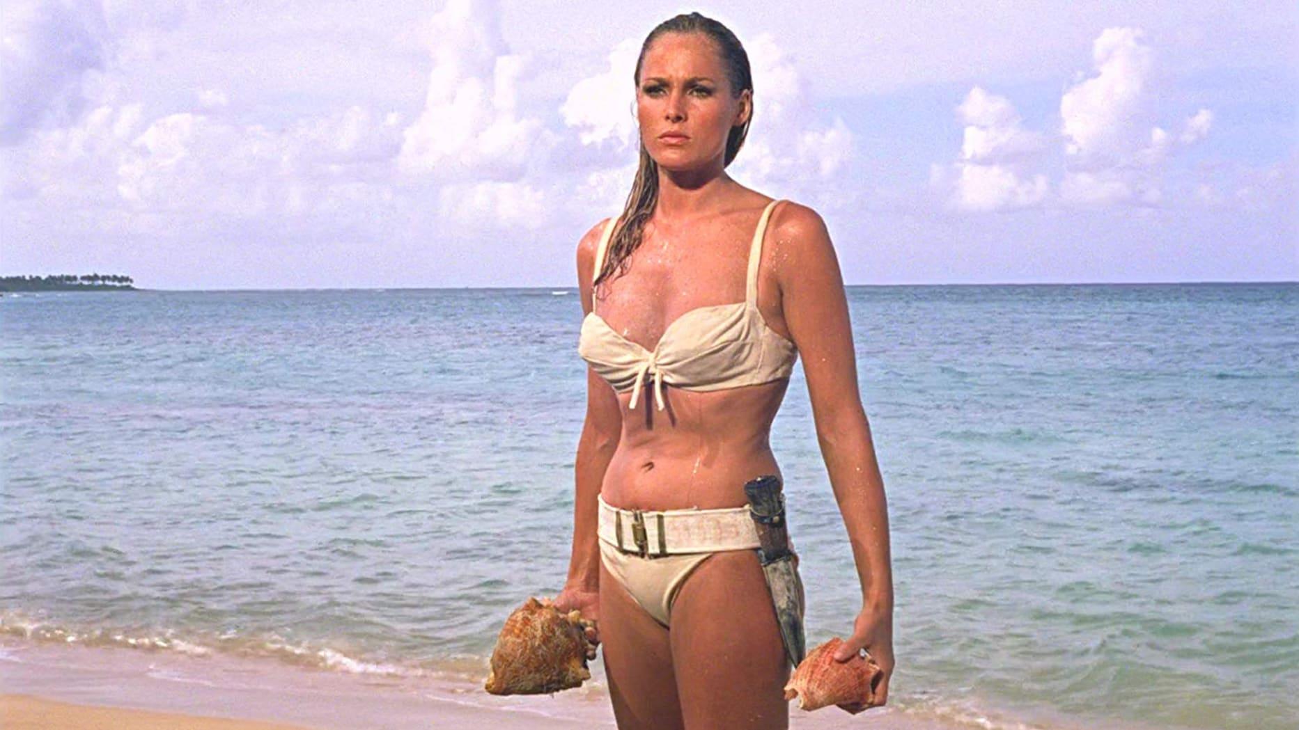 Ursula Andress in Bikini - neomag.