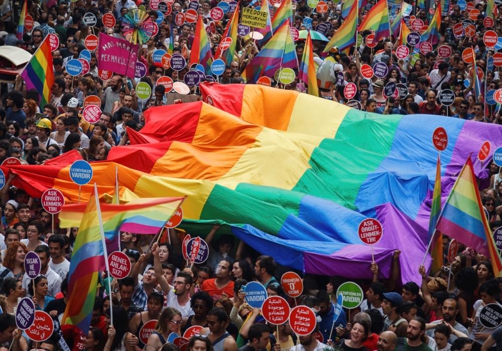 gay pride parade - neomag.
