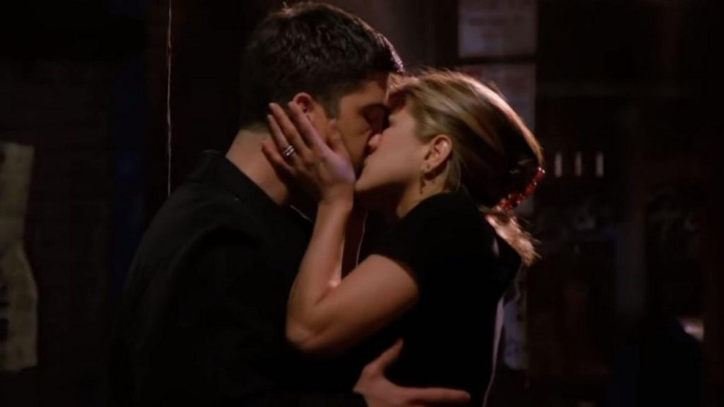 Il primo Bacio tra Rachel e Ross - neomag.