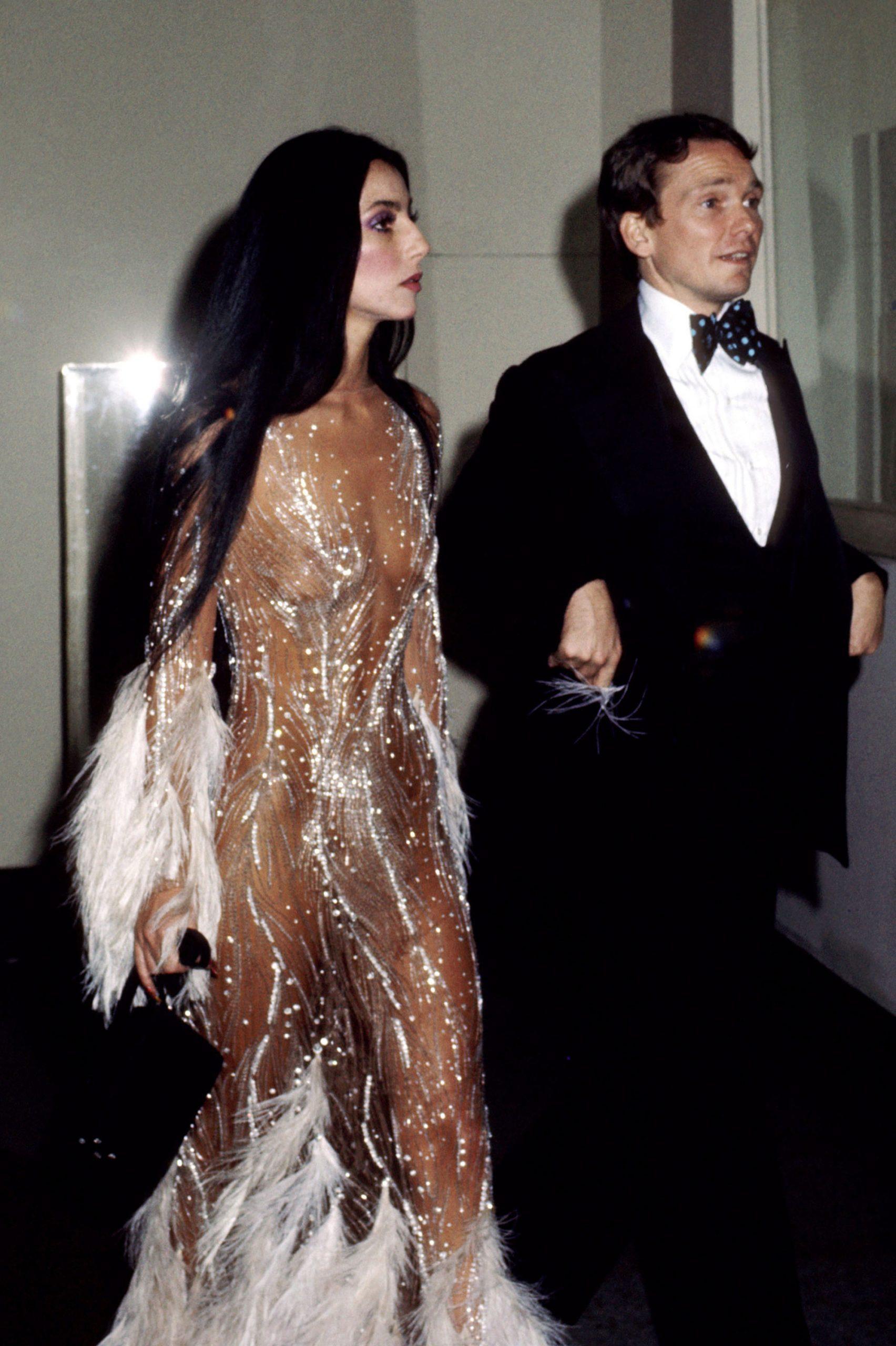 Cher naked dress - Neomag.