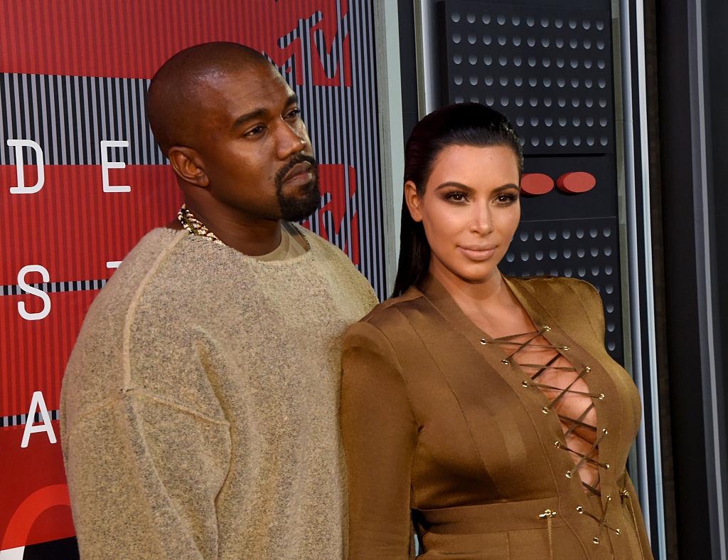 Kim Kardashian e Kanye West - neomag.