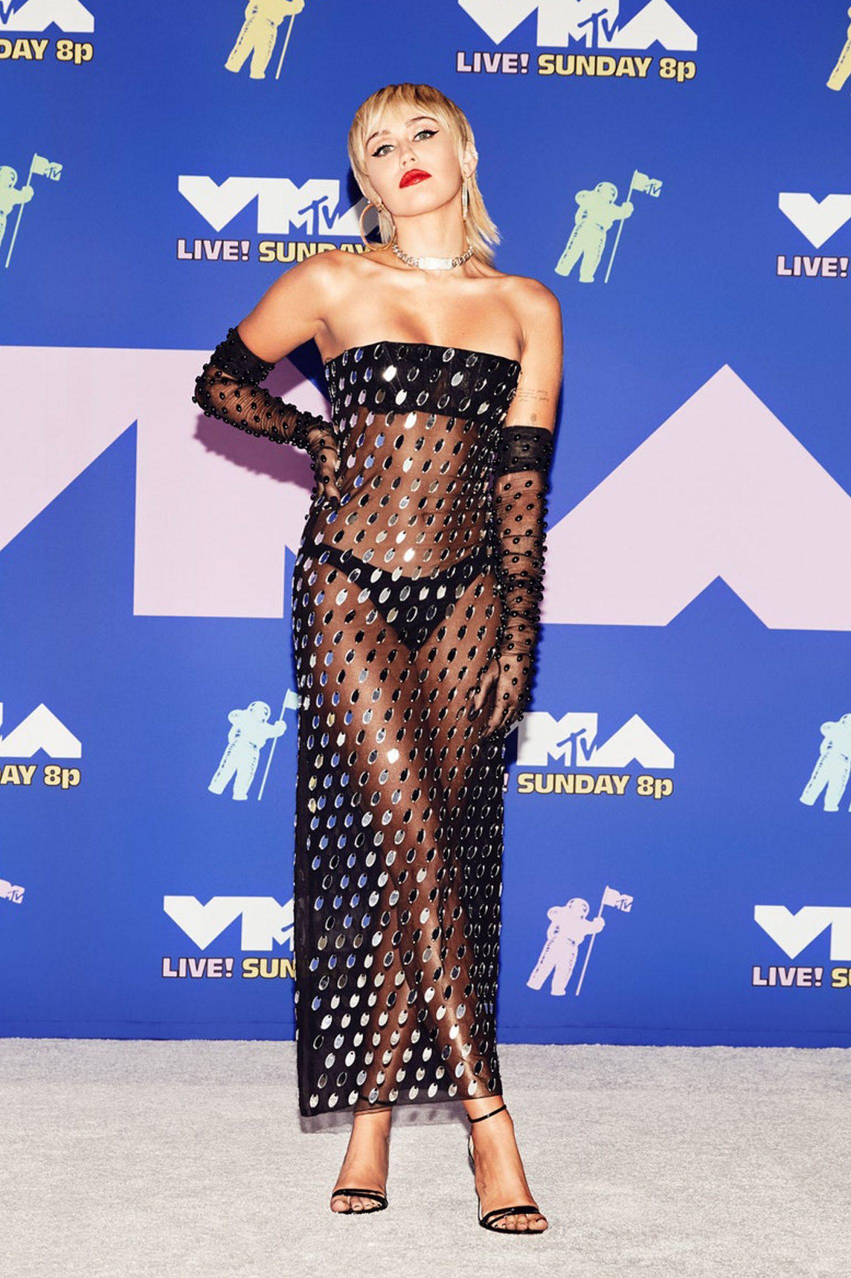 Miley naked dress - Neomag.