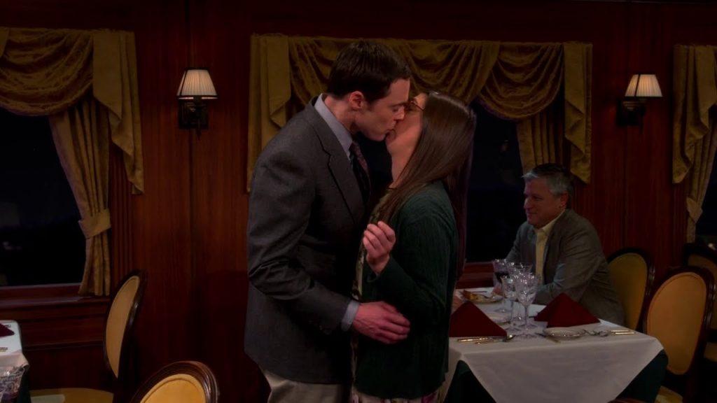 bacio tra Amy e Sheldon - Neomag.