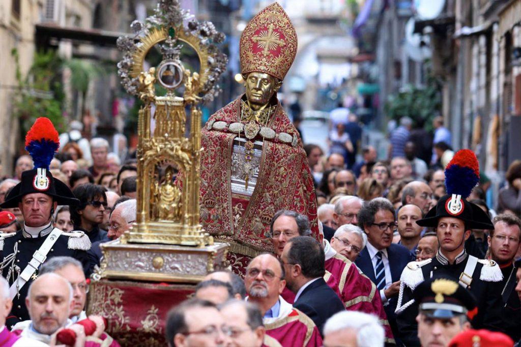 Napoli ha 52 Santi Protettori - neomag.