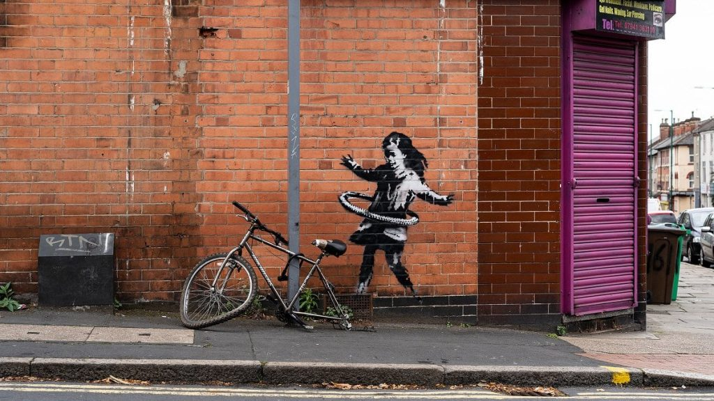Bimba con Hula Hoop di Banksy - Neomag.