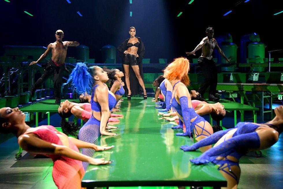 Irina Shayk Fenty Show - Neomag.
