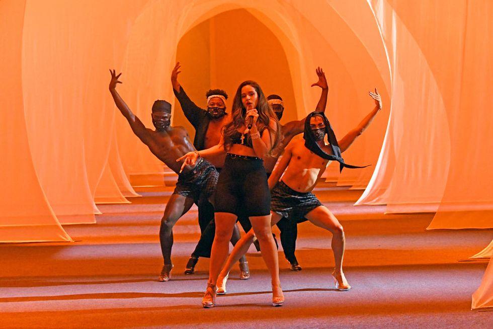 Rosalia Savage x Fenty Show 2020 - Neomag.