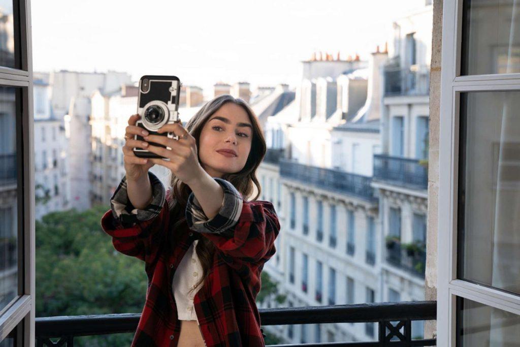 cellulare di Emily in Paris - neomag.