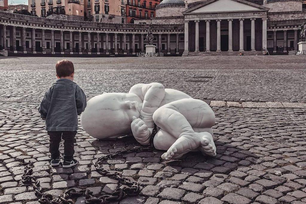 Bambino a Piazza Plebiscito - Neomag.
