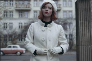 Cappotto Bianco di Anya Taylor-Joy - Neomag.