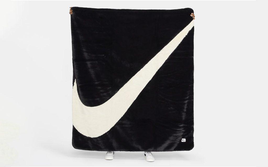 Coperta di Nike - Neomag.