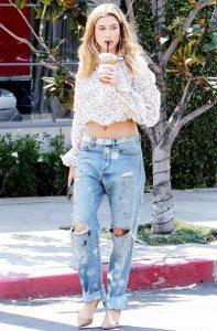 Hailey Bieber jeans - Neomag.