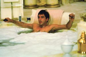 Scarface in Bagno - Neomag.