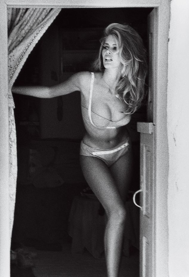 Claudia Schiffer x Guess - Neomag.