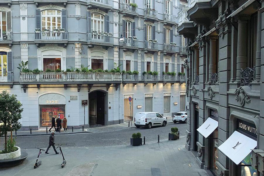 Gucci a Napoli - neomag.