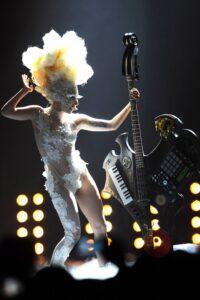 Lady Gaga ai Brit Award del 2010 - neomag.
